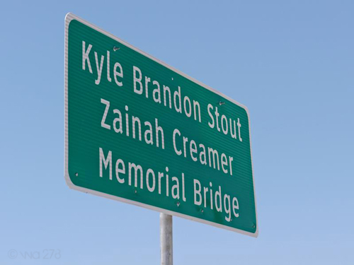 state line bridge / stout-creamer memorial bridge sign